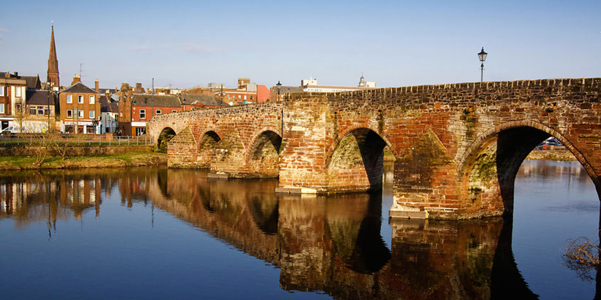 Photo of a bridge crossing the river in Dumfries