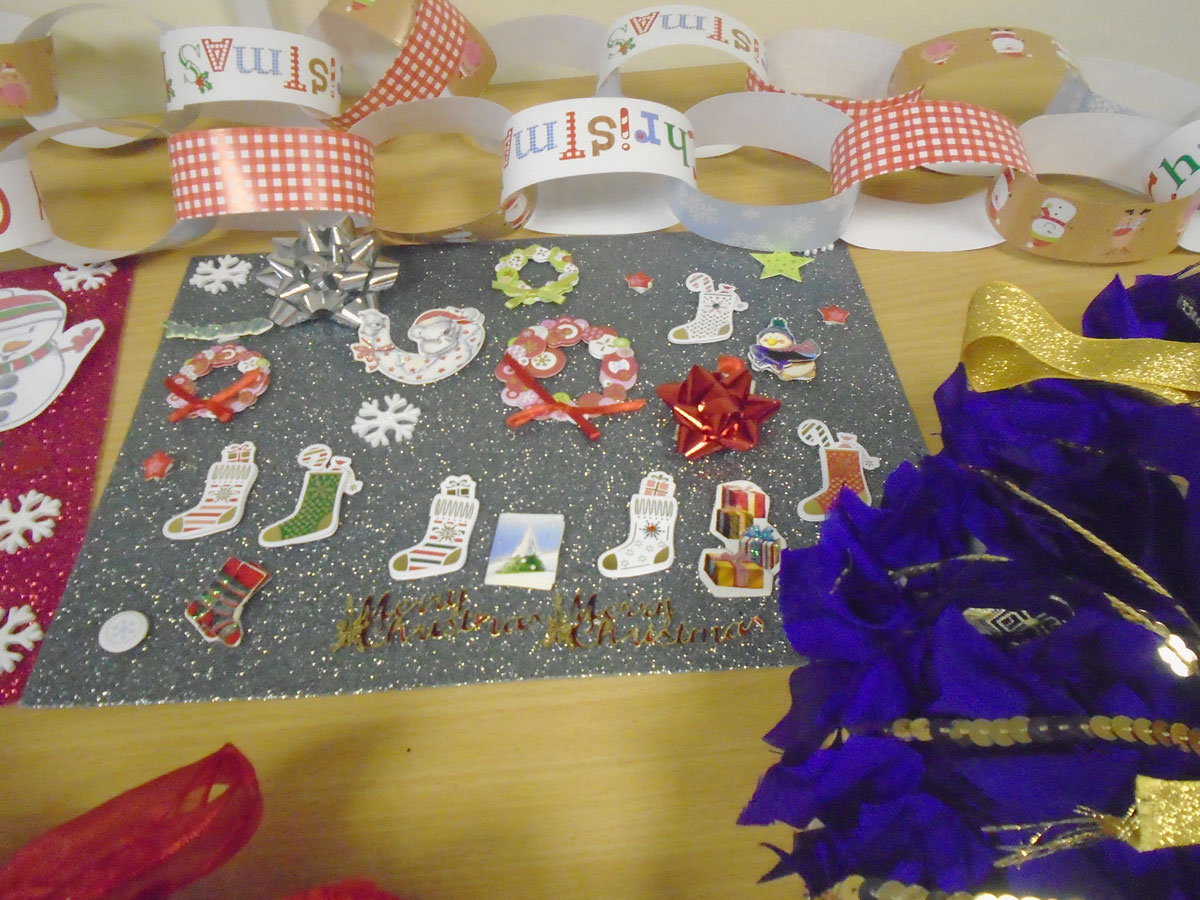 Photo of finished paper chain and Christmas decorations